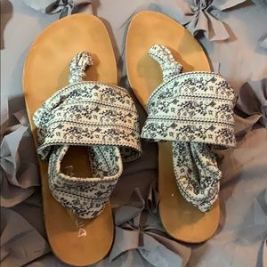 Dirty laundry flat sandals 10